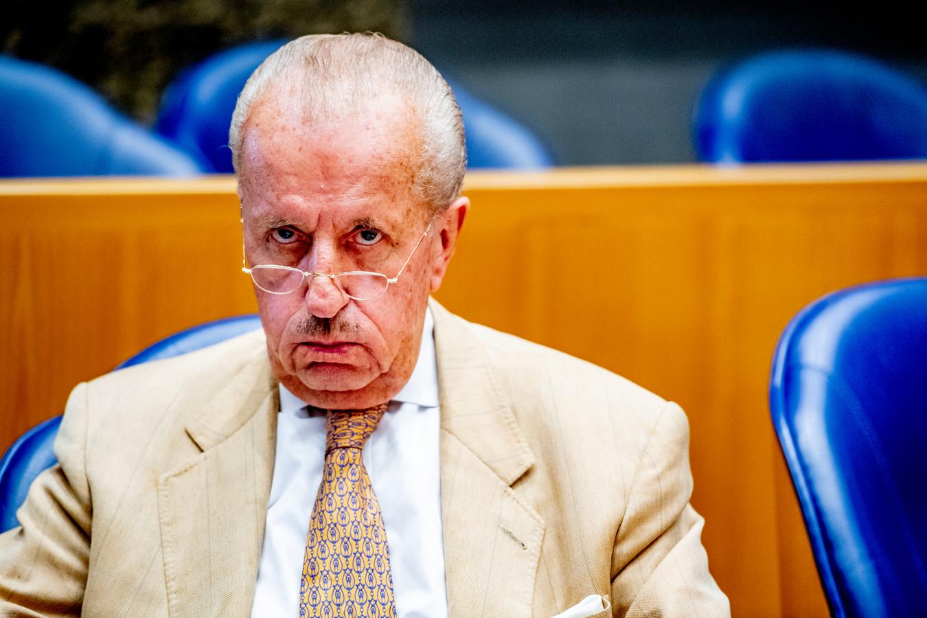 Theo Hiddema (FvD) nadat hij op zijn vingers is getikt door kamervoorzitter Khadija Arib tijdens het debat in de Tweede Kamer over de moord op Anne Faber.