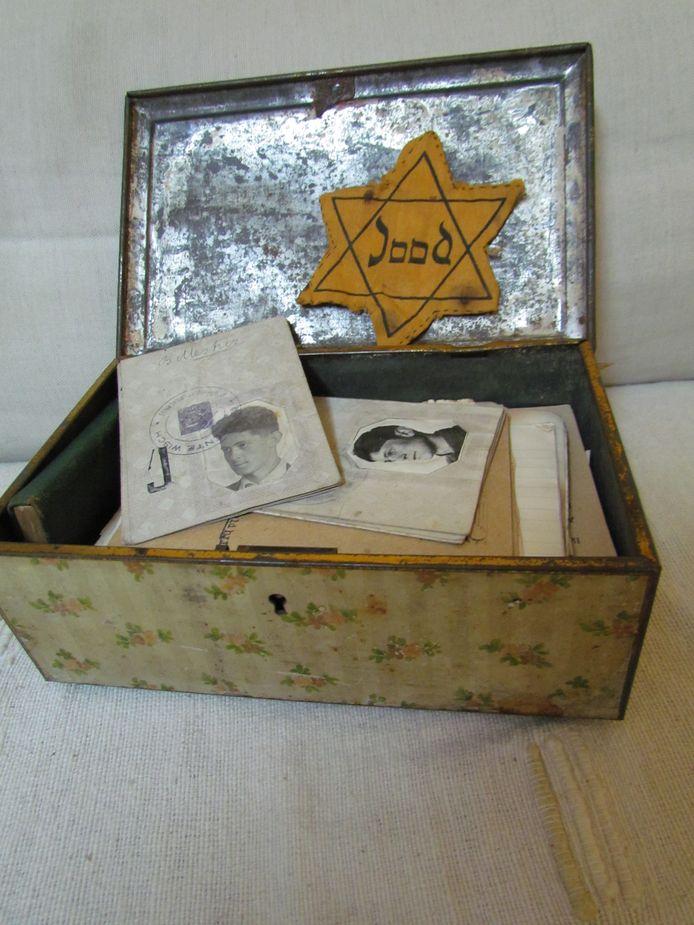 Een doos met persoonlijke bezittingen van Bernie Mestriz, die de oorlog op wonderbaarlijke wijze heeft overleefd. Zijn dagboeken worden uitgegeven.