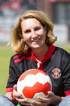 Voetbalclub ARC maanden zonder tribune. Voorzitter Irma: 'We doen een dansje om de buien weg te houden'