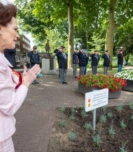 Witte anjers als eerbetoon aan veteranen in Veenendaal