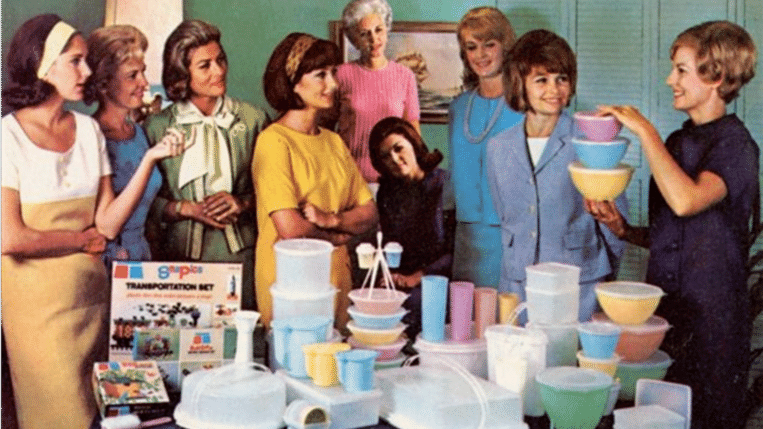Tupperwareparty in de jaren zestig in Amerika. Beeld Tupperware