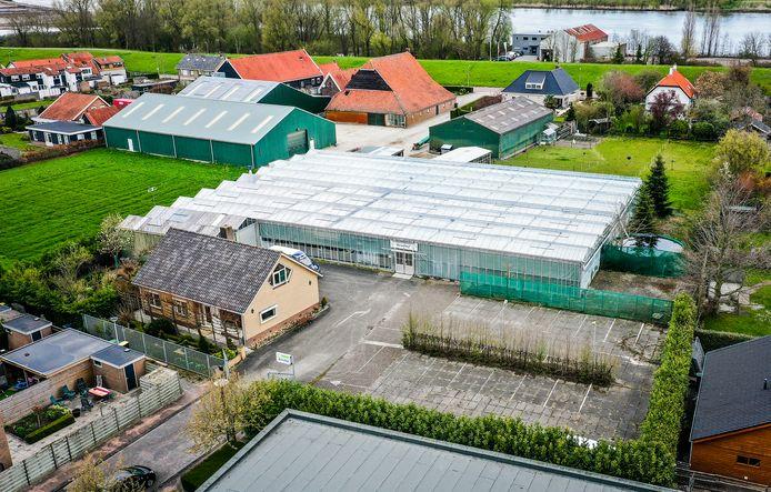 Het voormalige tuincentrum Kruithof in Puttershoek.