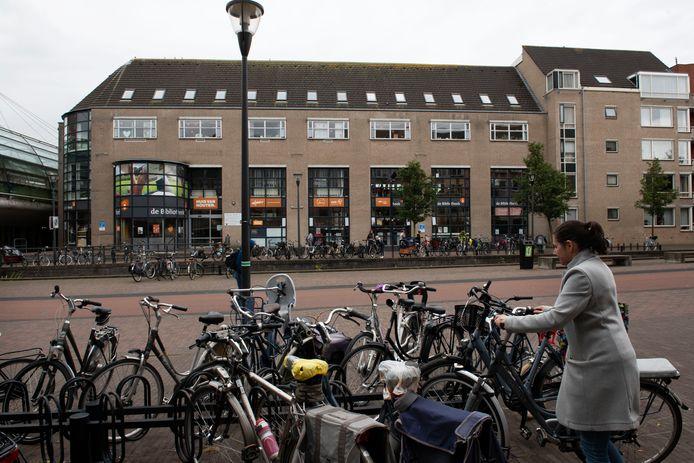 Het verouderde pand aan het Onderdoor in Houten zou plaats moeten maken voor een eigentijds cultuurhuis dat 'Forum Aan de Slinger' gaat heten.
