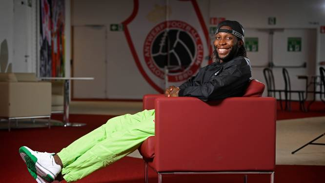 """Dieumerci Mbokani wil nog járen voetballen, maar daarna... """"Coach? Nee! Assistent van Kompany? Dan zeg ik ja"""""""