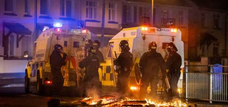Prins Philip dooft vuur na explosie aan geweld in Noord-Ierland