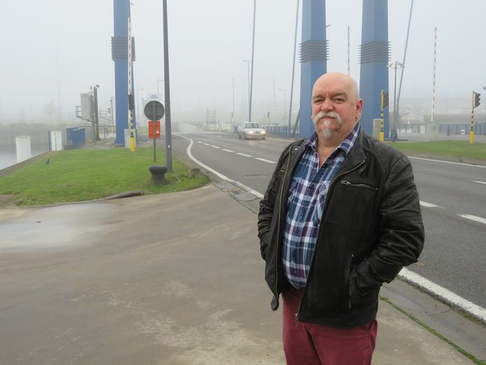 Jean-Marie Bolle is de files aan de blauwe bruggen meer dan beu en contacteerde al heel wat diensten op zoek naar oplossingen.