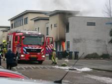 Vlammen slaan uit woning bij felle brand in Tiel