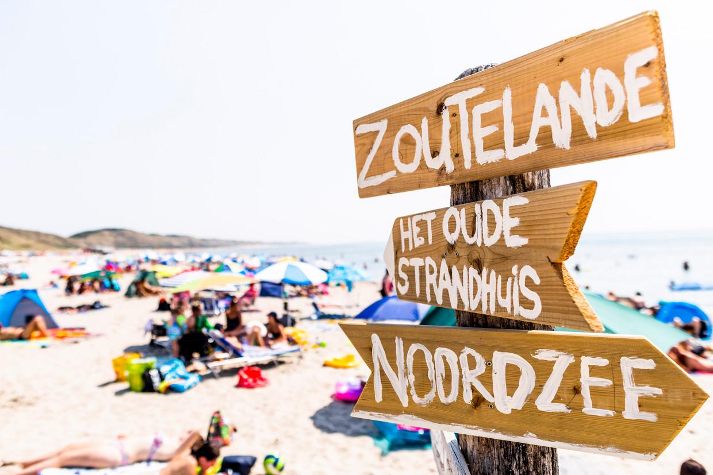 Hét gammele strandhuis uit het liedje bestaat niet, maar dat weten de meeste toeristen toch niet.