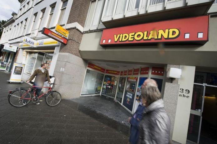 Videoland aan de Nieuwe Ginnekenweg was de laatste vestiging in Breda met die naam. 'Wegens omstandigheden gesloten.' foto Edwin Wiekens/het fotoburo