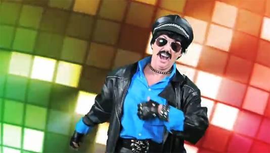 Leadzanger Alberto van het illustere gezelschap dat momenteel een dijk van een hit scoort.