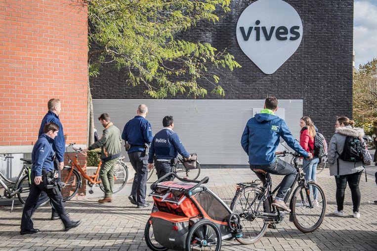 Ook de campus van Vives in Roeselare werd maandag geëvacueerd.