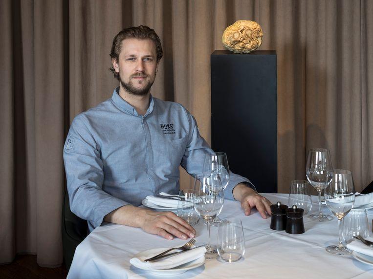 Joris Bijdendijk, chef-kok van restaurant Rijks: 'Daar hangt cultureel erfgoed, hier serveren we culinair erfgoed'. Beeld Lars van den Brink