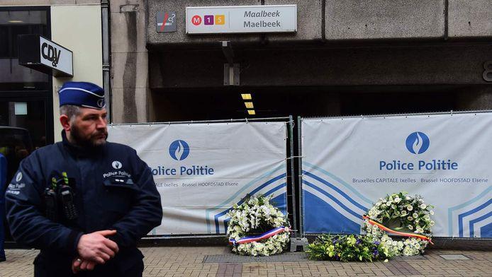 Een politieagent bij het station, kort na de aanslagen.