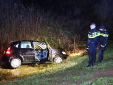 Automobilist belandt in sloot bij Meppel, bestuurder bij komst politie gevlogen