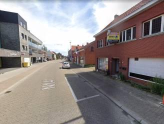 Verkeershinder voor fietsers en voetgangers door nieuwe werf in Smissestraat