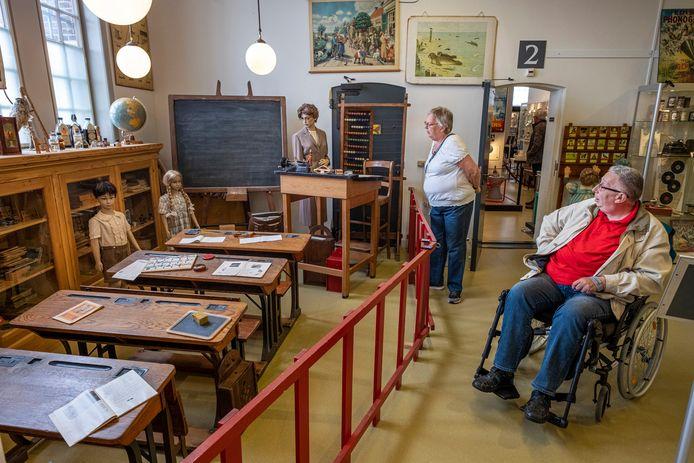 Nederland, Hoorn Museum van de 20ste eeuw Herkenning bij het zien van een klaslokaal uit de vorige eeuw Foto Marco Okhuizen