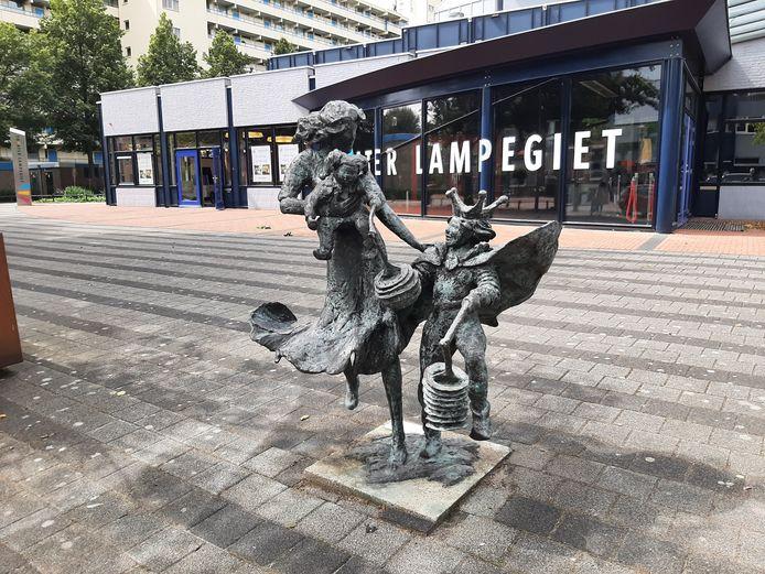 Het kunstwerk voor theater Lampegiet.