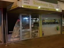 Inbrekers halen vitrines leeg bij telefoonwinkel in Waalwijk