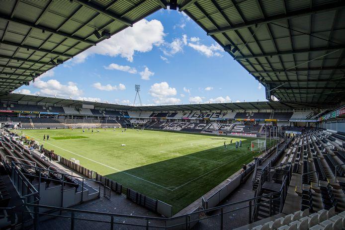 Heracles speelt acht oefenwedstrijden in het eigen stadion. Derdedivisionist HSC'21 is de enige tegenstander uit het amateurvoetbal in de voorbereiding.