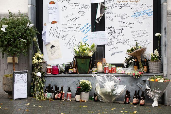 Cafébaas Cosimo 'Mimmo' Di Noi krijgt sinds zijn overlijden vorige week extra veel liefde van zijn trouwe klanten aan zijn café Het Hemelrijk.
