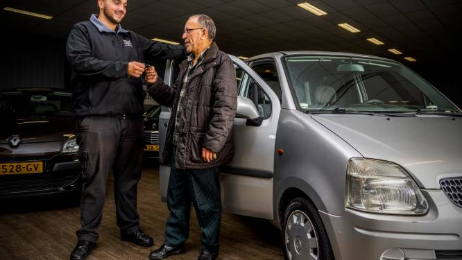 Geluk bij een ongeluk: Ahmed (63) krijgt auto cadeau nadat brand zijn geliefde Peugeot verwoest: 'Ik ben zo blij'