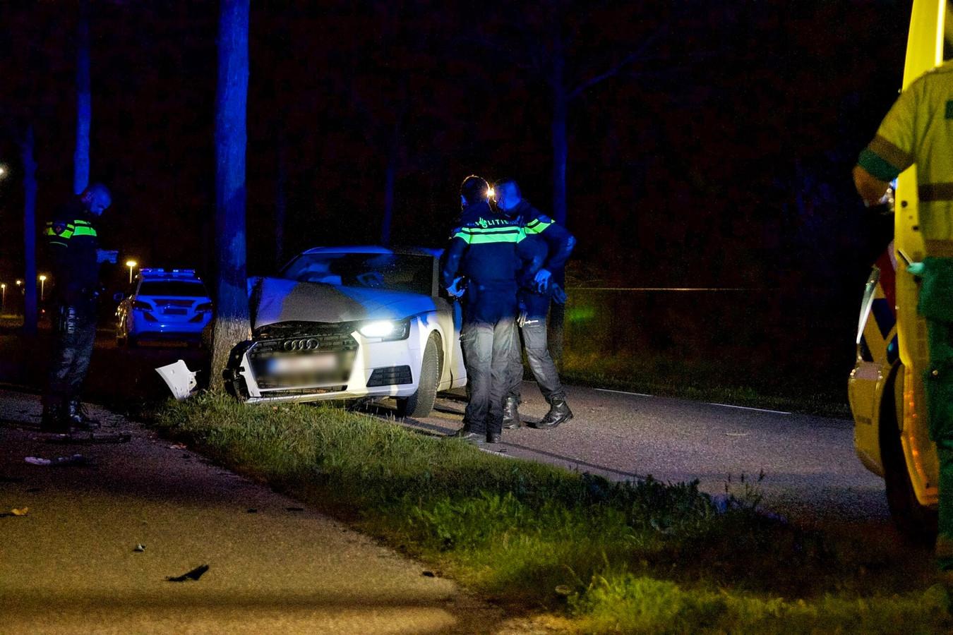 Automobilist botst tegen boom in Hoogerheide