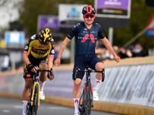 Pidcock domine Van Aert au sprint et signe son premier succès chez les pros