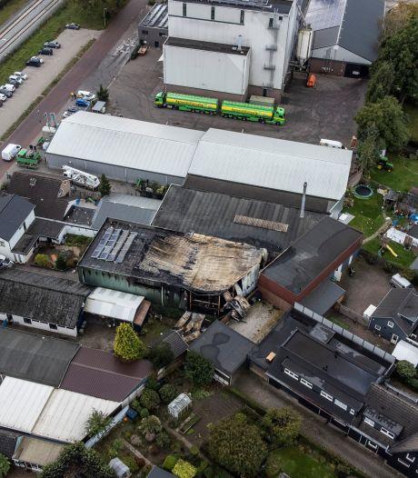 Verwoestende brand in Didam legt hal in de as, maar omliggende woningen blijven gespaard: 'Mogen van geluk spreken'