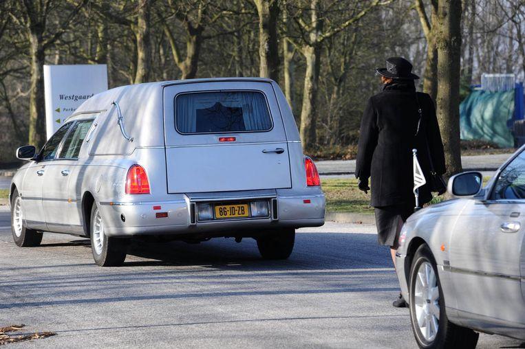 Begrafenis van topcrimineel Stanley Hillis (64), hij werd in 2005 in Amsterdam-Oost doodgeschoten. Beeld anp