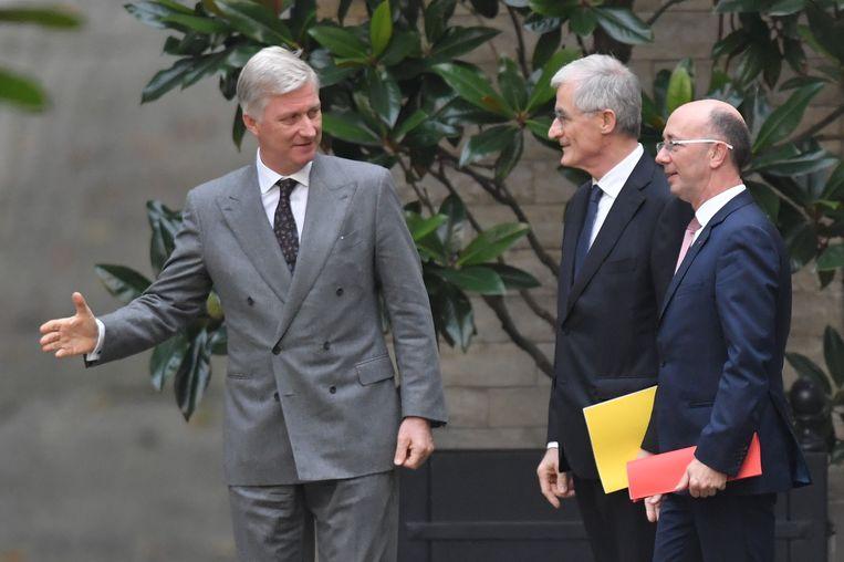 Preformateurs Geert Bourgeois (N-VA) en Rudy Demotte (PS) bij koning Filip. Beeld BELGA