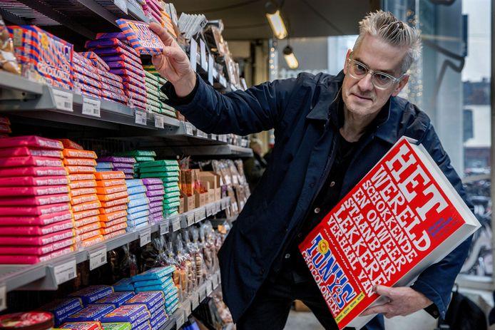 Jeroen Siebelink legde het succesverhaal van Tony's Chocolonely vast. ,,Goed voorbeeld doet goed volgen,  hopen ze.''