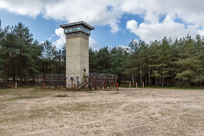 De wachttoren, het enige overblijfsel van de voormalige Amerikaanse legerbasis bij Havelterberg