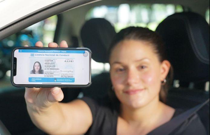 In enkele andere landen, waaronder Argentinië, is het tonen van een digitaal rijbewijs of identiteitskaart via de telefoon al langer mogelijk.