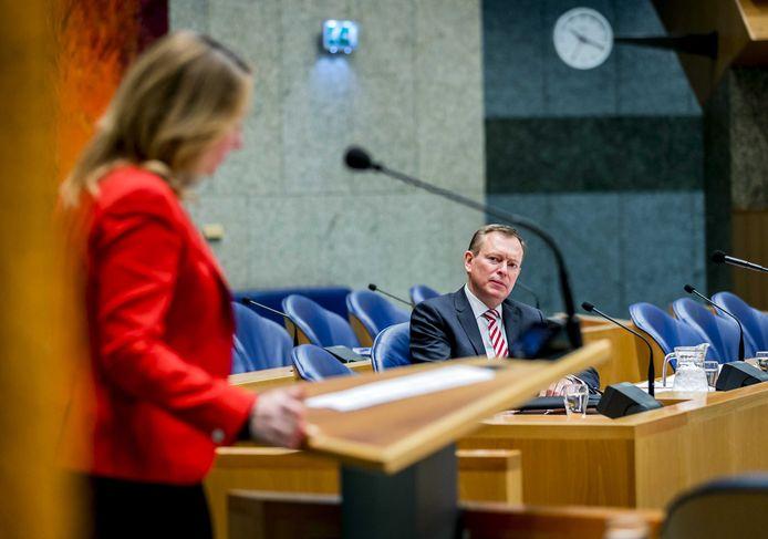 Minister Bruno Bruins (Medische Zorg) tijdens het Tweede Kamerdebat over het faillissement van de IJsselmeerziekenhuizen en het Slotervaartziekenhuis