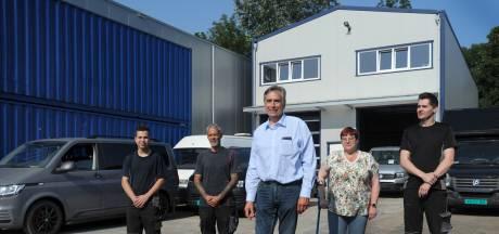 Het autobedrijf van Karel brandde vijf jaar geleden helemaal af: 'Ik krijg nog steeds kippenvel van sirenes'