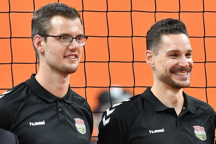 Frank Baak (links) naast assistent-trainer Renzo Verschuren van Dynamo.