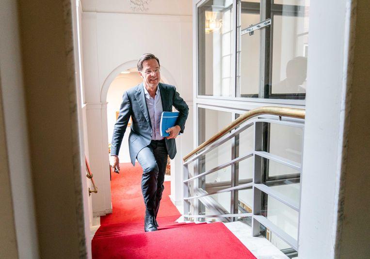 Mark Rutte bij aankomst voor een gesprek met formateur Mariëtte Hamer eind juni. Beeld ANP