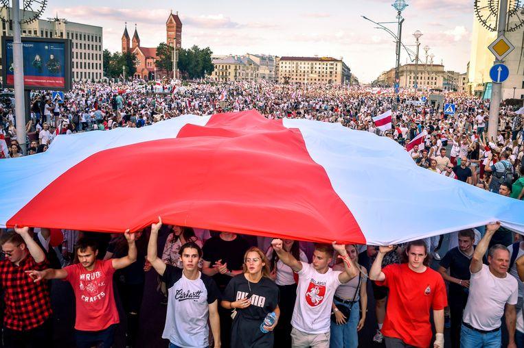 Protest in Minsk tegen de regering van president Loekasjenko, vorig jaar augustus. Beeld AFP
