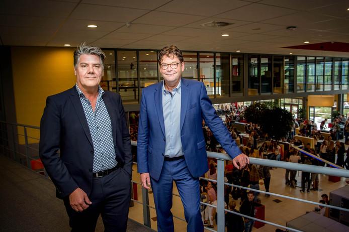 Locatiedirecteur Hans Olsthoorn en rector Henk Keijman op de Veense vestiging van het Maaswaal College.