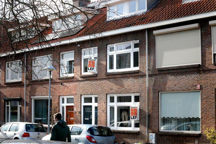 Huizen in Utrecht worden geregeld opgekocht door beleggers. Daardoor komt de 'gewone' koper nauwelijks meer aan een betaalbaar huis.