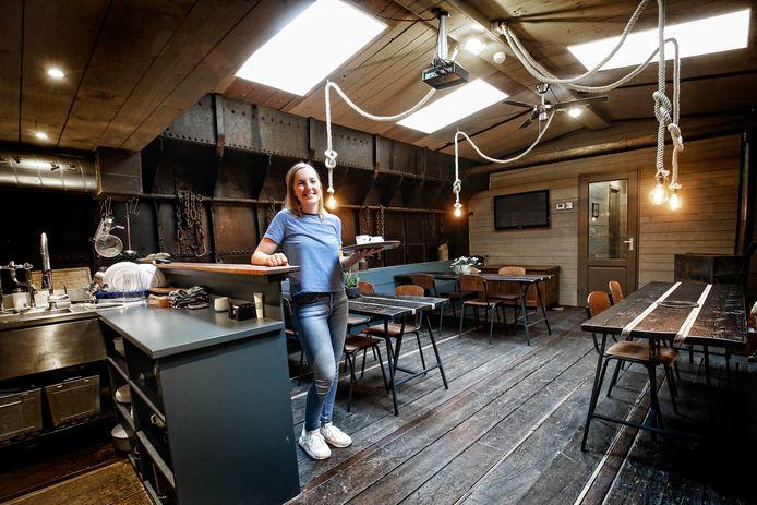 Elène Geertsema in het ruim van de Vita Nova, een bijzondere B&B in Amersfoort.