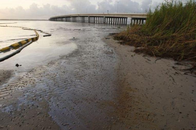 De olieramp zorgde zichtbaar voor vervuiling. EPA Beeld
