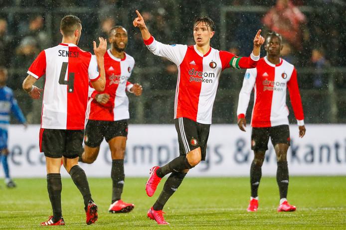 Steven Berghuis (tweede van rechts) scoorde zondag twee keer tegen PEC Zwolle. Hij is woensdag in Rotterdam-Noord.
