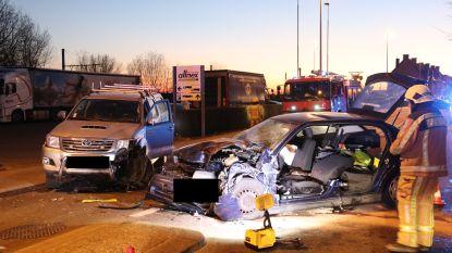 Zwaargewonde bij frontale aanrijding nadat bestuurder van rijbaan afwijkt