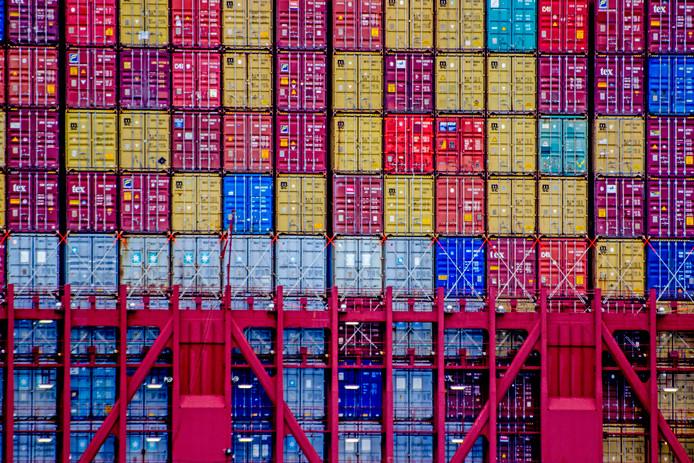 De gestrande containers belanden op allerlei bedrijfsterreinen.