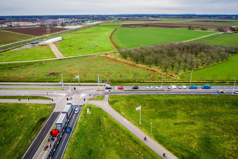 Einde van de A15 bij Bemmel. Woensdag deed de Raad van State uitspraak over het doortrekken van de snelweg A15 naar de A12. Beeld
