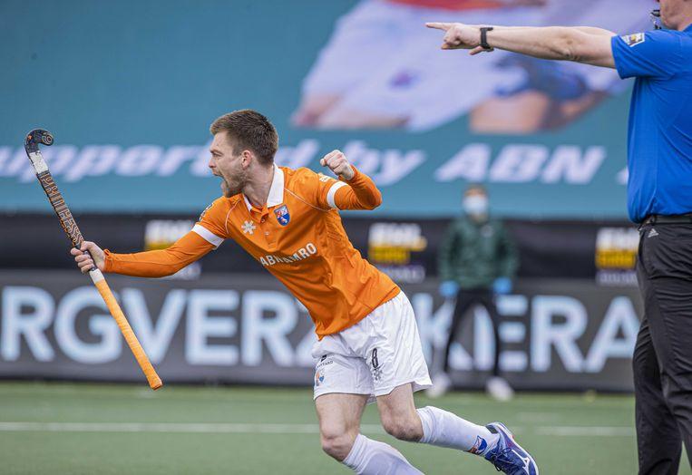 Thierry Brinkman  brengt de stand op 2-0  tijdens  de Euro Hockey League finale. Beeld ANP