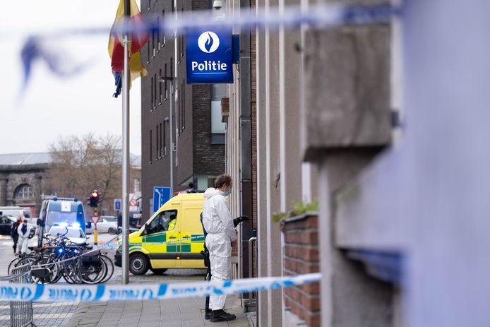 Op het politiecommissariaat werd een poederbrief binnengebracht. De Civiele Bescherming kwam net als maandag langs.