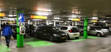Sprinkler in garage Kazerneplein helpt brandweer bij brand in elektrische auto