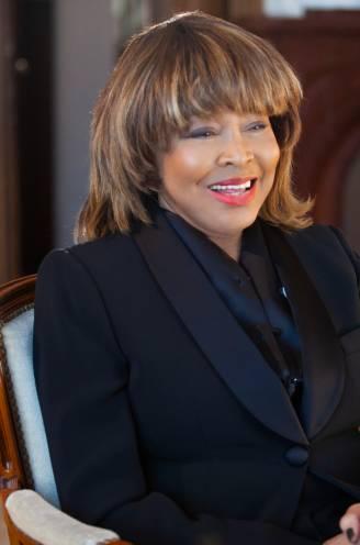 """Aftakelende Tina Turner neemt definitief afscheid in nieuwe docu: """"Ze heeft nog altijd nachtmerries over Ike"""""""